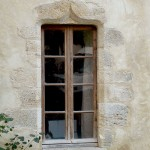 taille de pierre: refection et taille d'une fenêtre en pierre coquillière