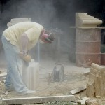 taille de pierre: réalisation d'une partie de chapiteau